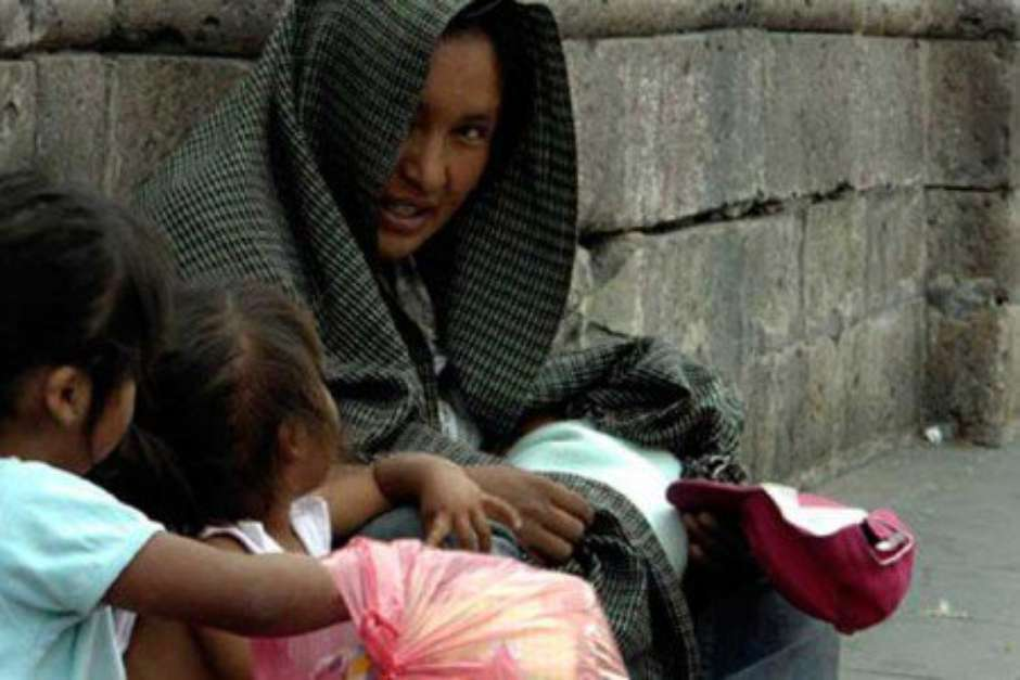 Pobreza incrementa las muertes maternas en México, experta