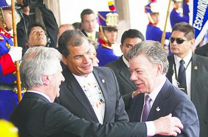 Santos y Maduro pactan normalizar la frontera