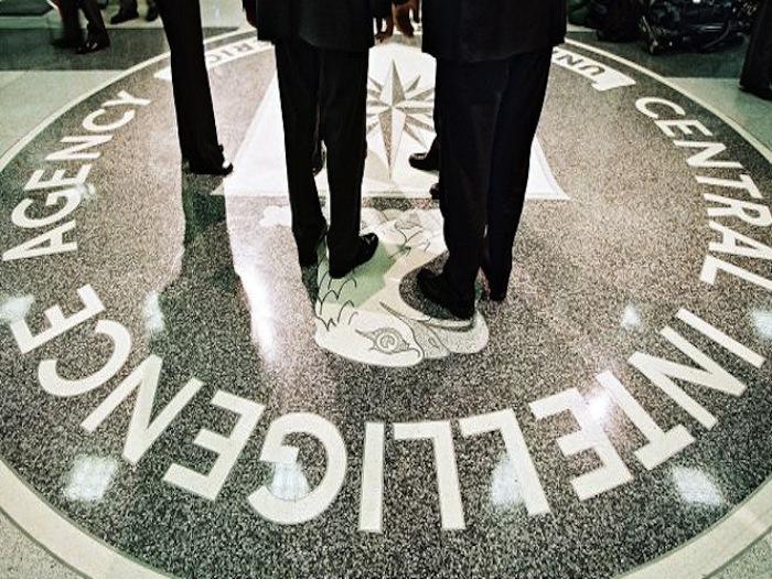 """Un excomentarista de la cadena Fox es detenido por mentir sobre su carrera como """"agente"""" de la CIA"""