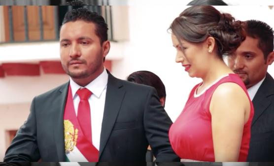Edil de Huiramba, Michoacán, ¡usa banda presidencial en sus ceremonias!