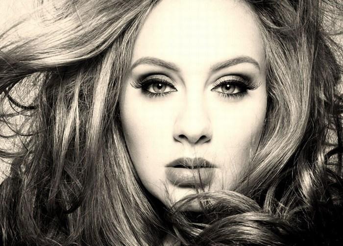 """Adele supera récord de Taylor Swift con video de """"Hello"""""""