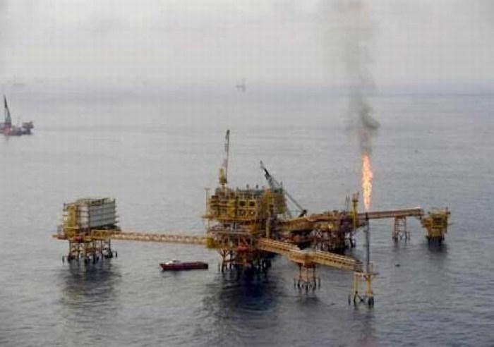 Desalojan plataforma de Pemex en Campeche por fuga de gas