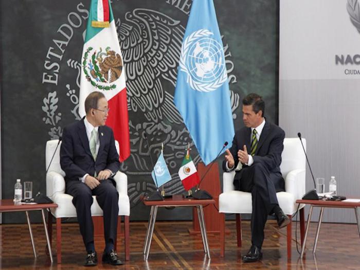 ONU adopta iniciativas promovidas por México en favor de migrantes.