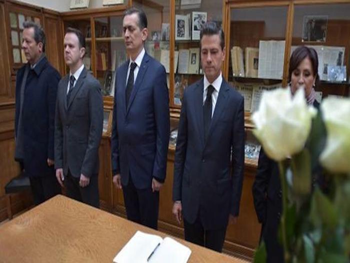 Peña Nieto rinde homenaje a mexicanas fallecidas en ataques en Francia.