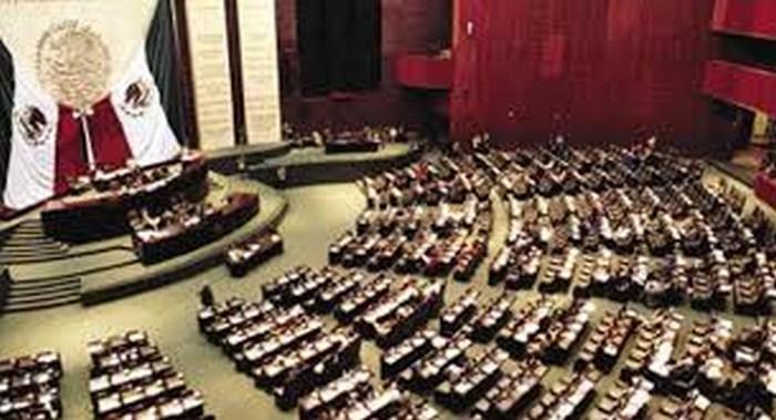 Proponen eliminar 100 diputados y 32 senadores