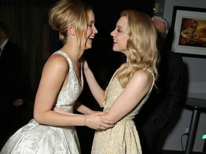 Casi piquito entre Jennifer y Natalie Dormer