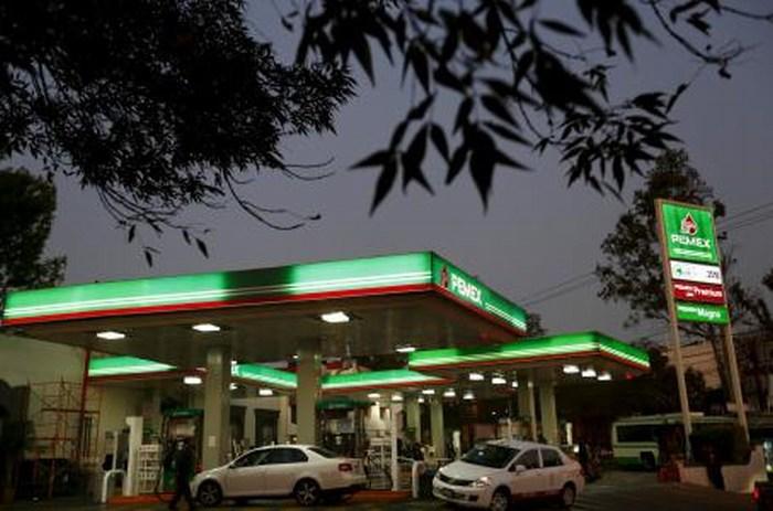 Precio de gasolina baja hasta un 52% en 41 estados de EU ¿Qué Significa?