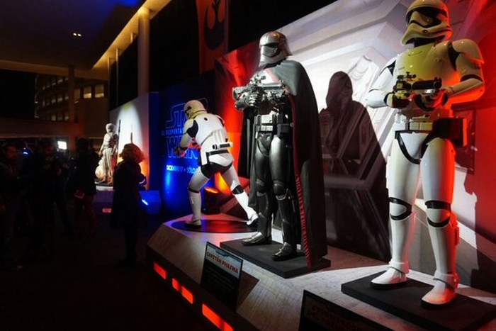 "La alfombra negra de ""El despertar de la fuerza"" de Star Wars en México"