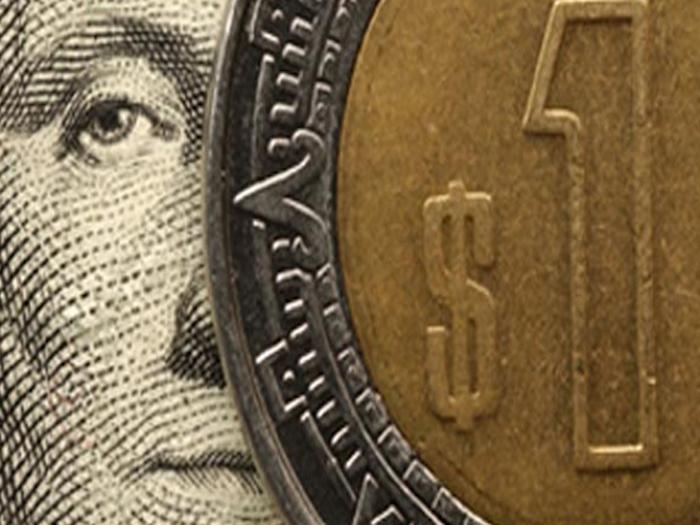 Estúpido hacer plausible  la caída de Peso Mexicano.