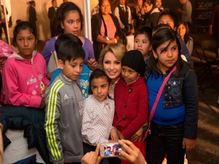 Participa Angélica Rivera en video para dar bienvenida al papa Francisco