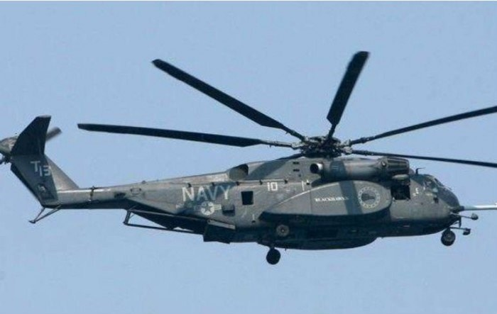 Chocan en pleno vuelo helicópteros; 12 muertos