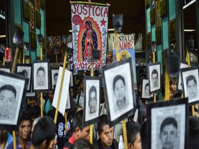 Gobierno espera que Papa no toque caso Iguala durante visita.
