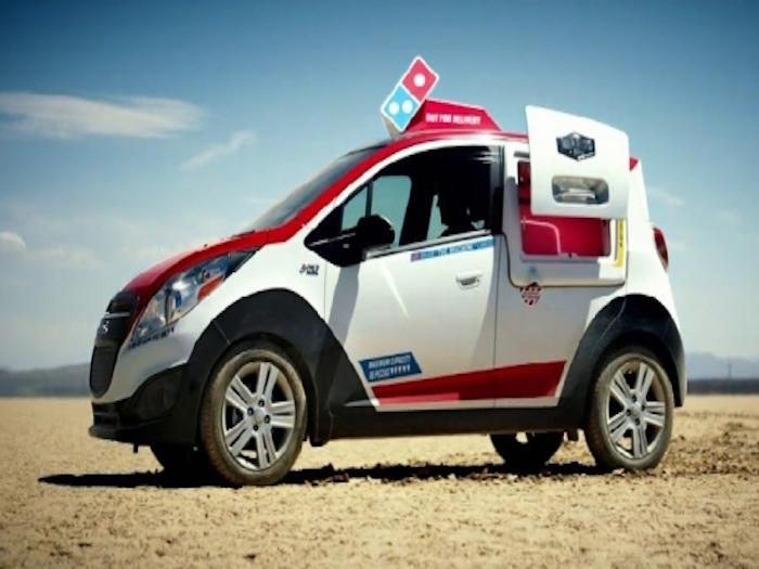 Domino's Pizza presenta sus nuevos vehículos de reparto