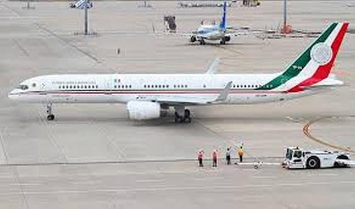 El nuevo avión presidencial aterriza en la Ciudad de México