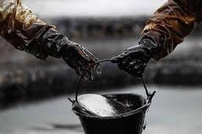 Exportaciones petroleras de México se hundieron 49% en enero