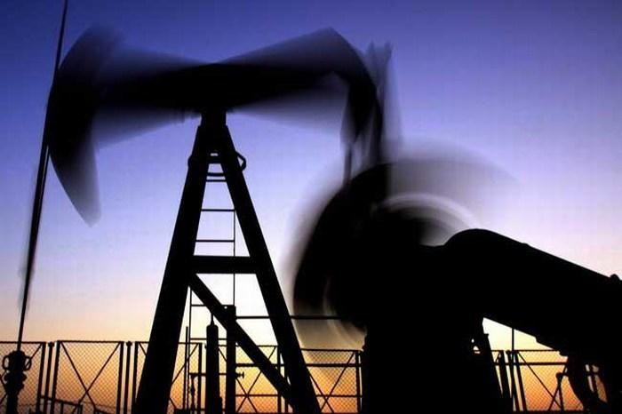 Rusia y Arabia Saudita pactan congelar producción de crudo