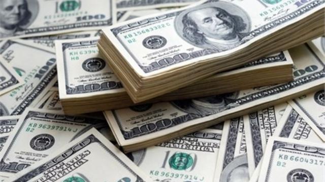 El dólar sube a 17.80 pesos en bancos