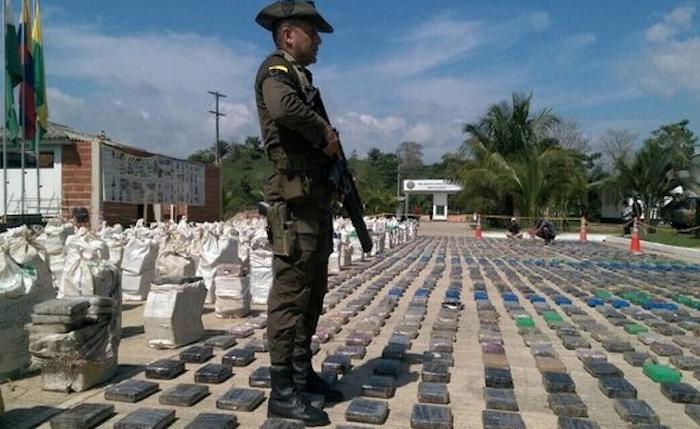 Incauta Colombia el más grande cargamento de cocaína de su historia