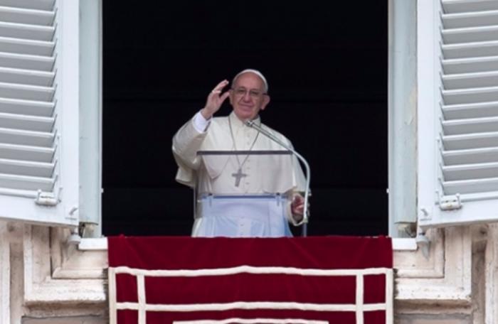Invita el papa Francisco a indigentes a misa en El Vaticano