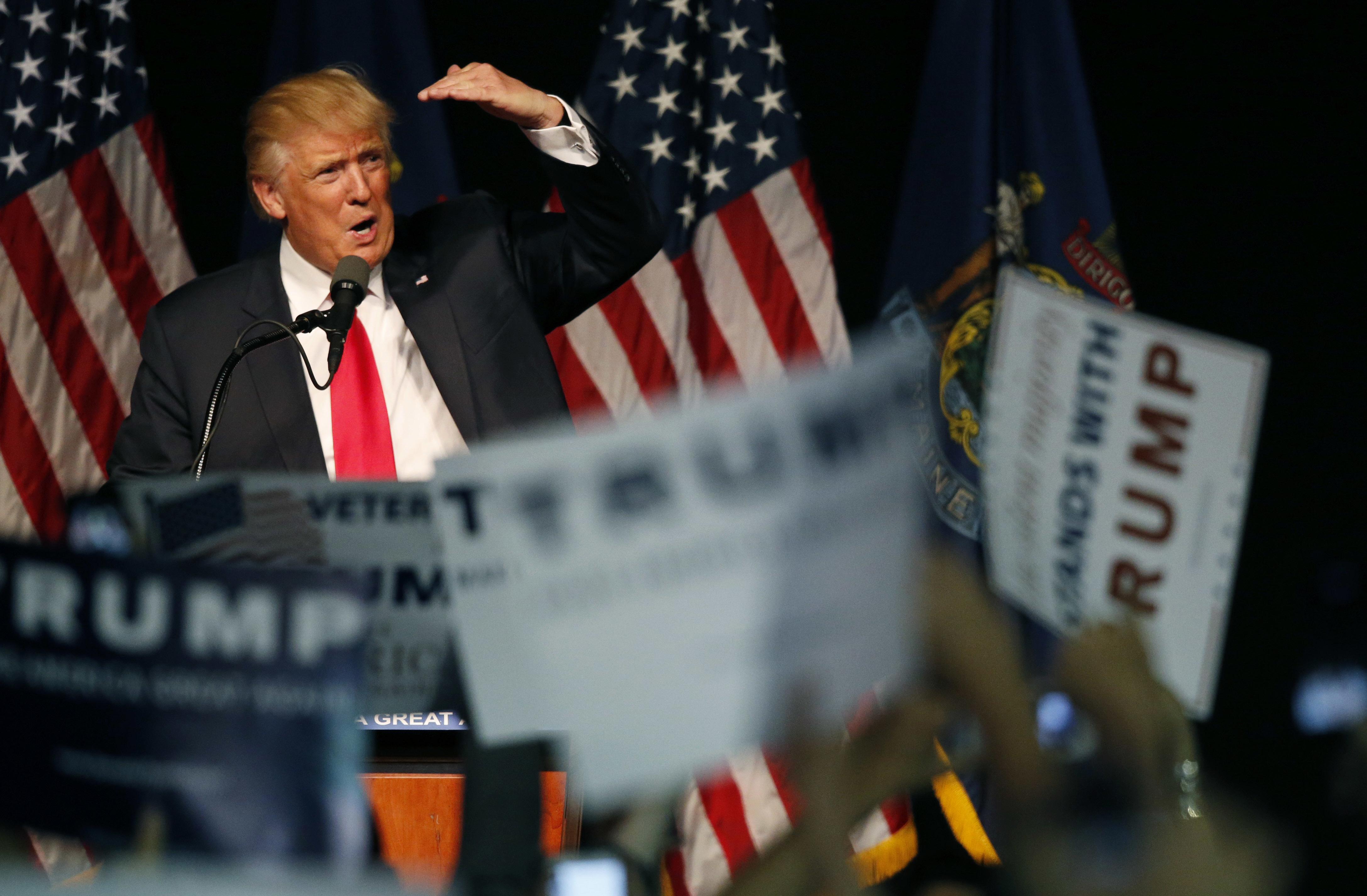 Clinton y Trump casi empatados, según nuevo sondeo en EE.UU