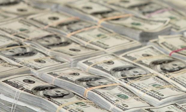 Roza el dólar los $19 en ventanillas
