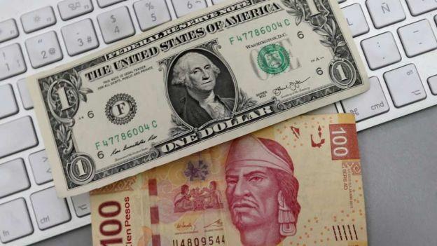 Casas de cambio de aeropuerto venden dólar en 18.87
