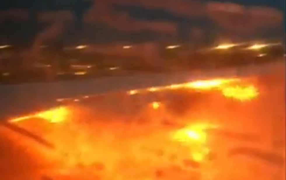 Se incendia avión tras aterrizaje de emergencia en Singapur