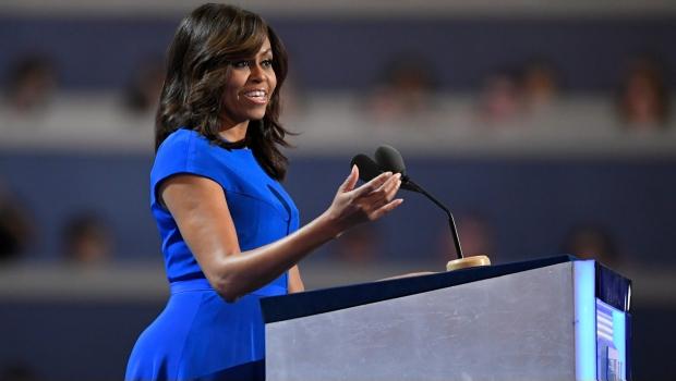 Sólo Hillary Clinton puede forjar el futuro de nuestros hijos: Michelle Obama