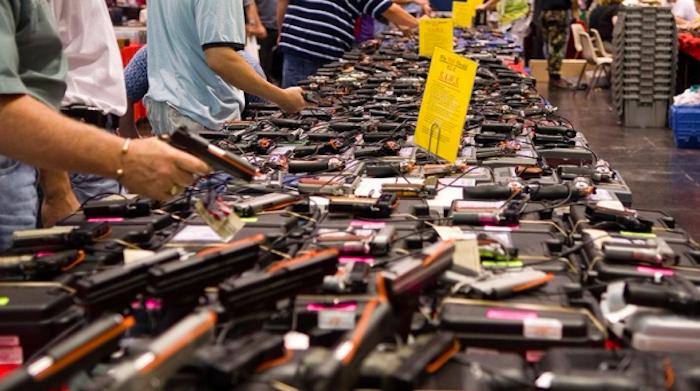 Universitarios en Texas podrán acudir armados a clases