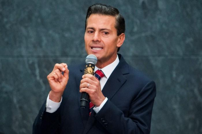 Hunde Peña Nieto a Mexico en crisis y deuda