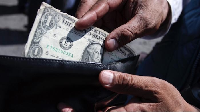 Suben precios de medicamentos de patente por aumento en dólar