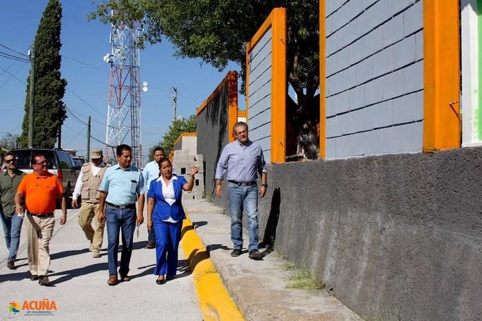 Acuña: Supervisan  avance de obra de bardas perimetrales en tres escuelas.