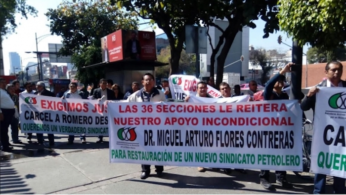 Trabajadores de Pemex exigen al PRI expulsión de Romero Deschamps