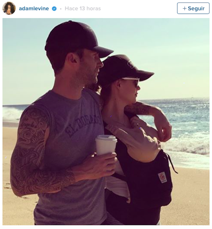 Adam Levine comparte su primera foto familiar
