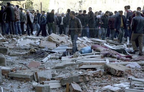 Coche bomba deja un muerto y 30 heridos en Turquía