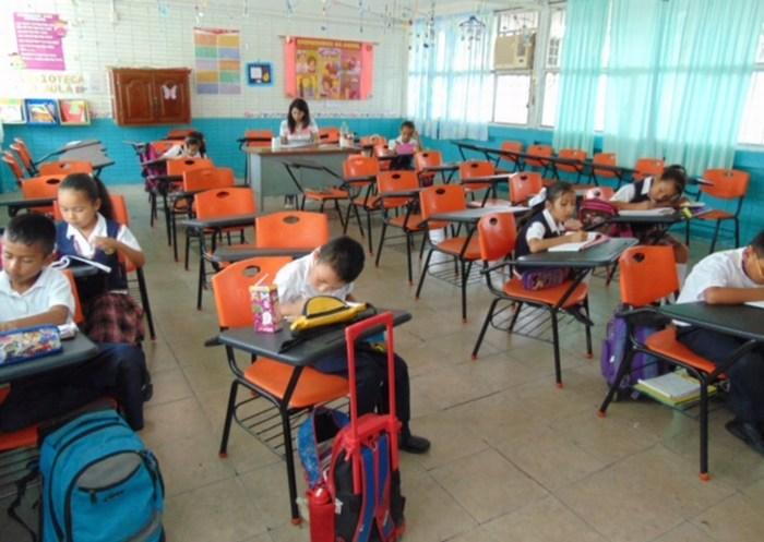 Acuña: Trabaja el DIF por garantizar el derecho a la educación básica de hombres y mujeres