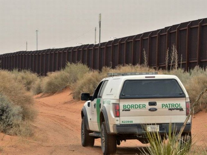 Más agentes en frontera de Texas por más migrantes detenidos