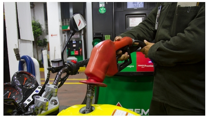 Presume Gobierno precio de gasolina en redes; les llueven críticas