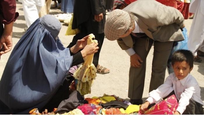 La decapitan por salir al mercado sin su esposo