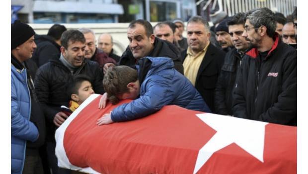 Asciende a 39 el número de muertos por ataque a bar de Estambul