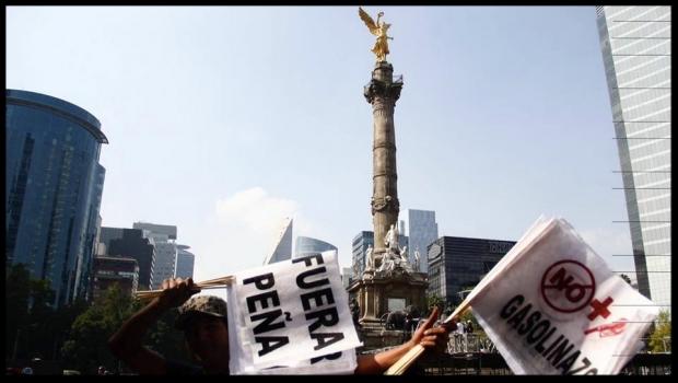 Inicia 2017 con marchas y bloqueos por gasolinazo