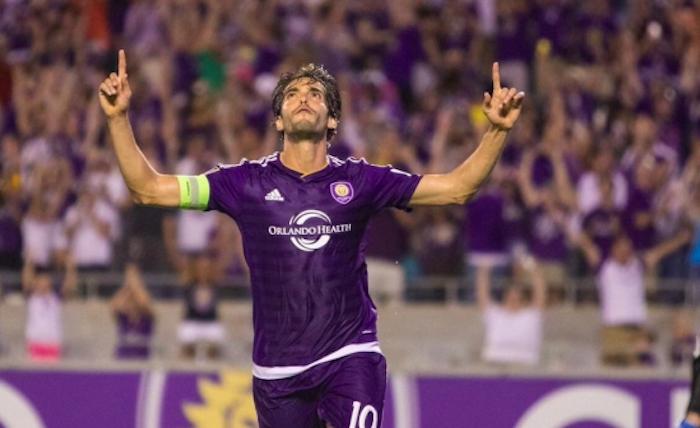 Kaká y David Villa no descartan jugar en México