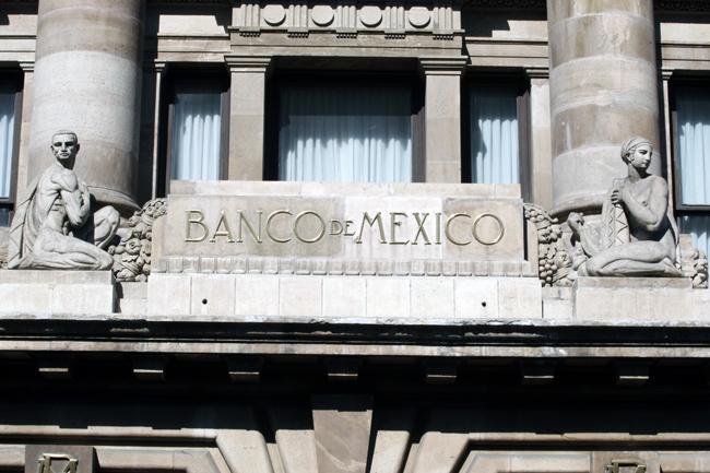 Prevé Banxico caída del PIB de hasta 8.8% este año