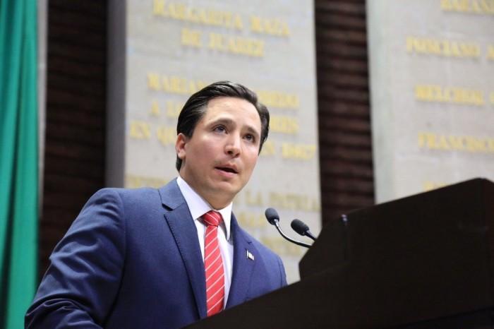 Diputado Manuel Cavazos logra aprobación de reforma para endurecer sanciones por textear y manejar.¡¡