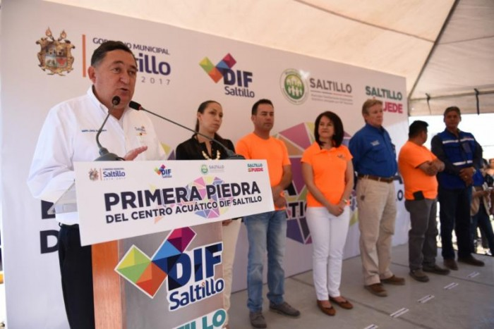 Arranca Isidro construcción de dos Centros Acuáticos de DIF Saltillo