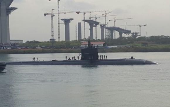 Captan a submarino nuclear estadounidense cruzando el canal de Panamá