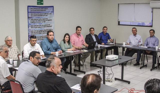 ANTE ASOCIACIÓN DE MAQUILADORAS GOBIERNOS DE ACUÑA Y DEL RÍO EXPONEN PROYECTOS CONJUNTOS.