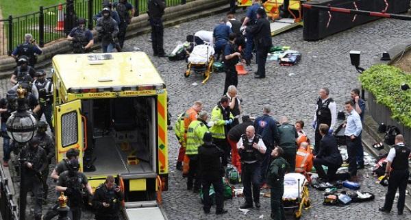 hombre-ataca-a-policia-en-parlamento-de-londres-en-puente-reportan-heridos-por-atropellamiento