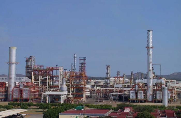 Se importará 10% de gasolina por paro en Salina Cruz