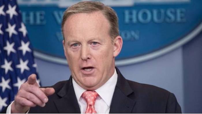 Renuncia Sean Spicer, vocero de la Casa Blanca